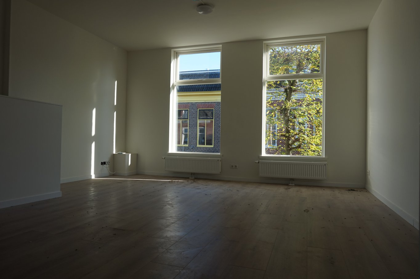 is available immediately. The apartment has a luxury kitchen with cooking island