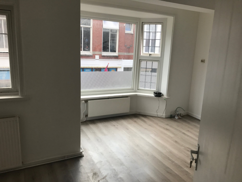 This beautiful apartment with separate bedroom will be available on Nieuweweg in Groningen from 1 November. It is located near the city center of Groningen (city center north)